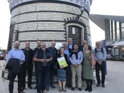 Geschätsführer Verband deutscher Musikschulen vor dem Leuchtturm Warnemünde